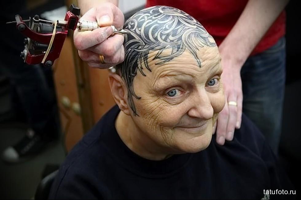 татуировка на голове старой женщины