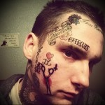 татуировка ножницы на лице