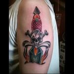 татуировка нож в руке и череп