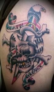 татуировка нож, череп, орел и надписи