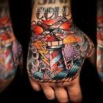 татуировка олд скул - рисунок маяк на руку