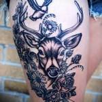 татуировка олень и птичка с цветами на ногу для девушки