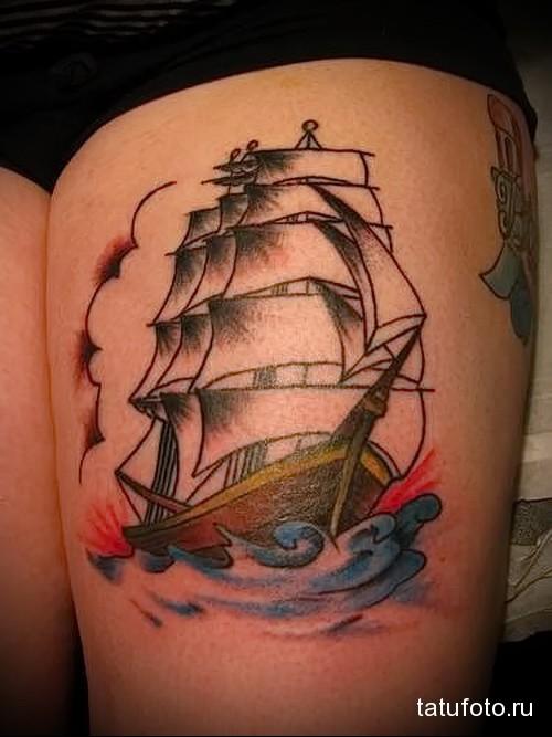 татуировка парусник (корабль) на волнах