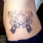 татуировка пистолеты и звезды на пояс