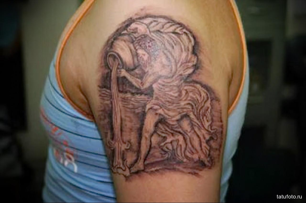 татуировка символ водолей - мужская татуировка на плече