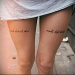 татуировка с надписями на ногу для девушки