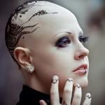 татуировка хной на женской голове