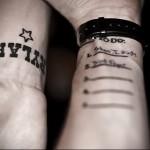 татуировки надписи в нумерованном списке на запястье