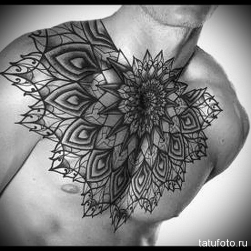 тату большая мандала - мужская татуировка на грудь