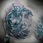 тату воин викинг с мечом и в шлеме - мужская татуировка на грудь