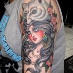 тату девушка и волк - мужская татуировка на плече