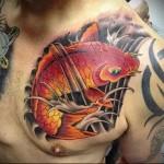 тату золотой карп - мужская татуировка на грудь