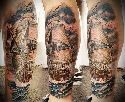 тату корабль на ноге 1