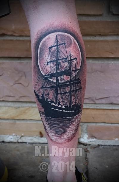 тату корабль на ноге 3