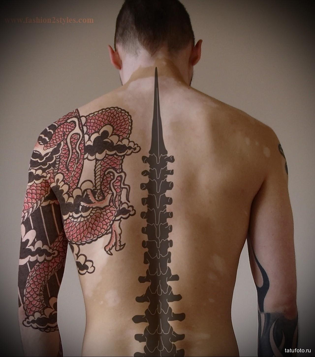 тату красный дракон - мужская татуировка на плече