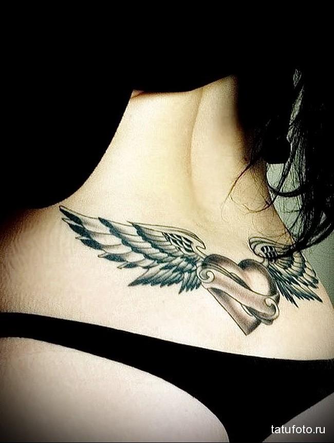 тату крылатое сердце - татуировка на пояснице женская фото