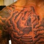 тату леснеца в небеса и голубка - мужская татуировка на грудь