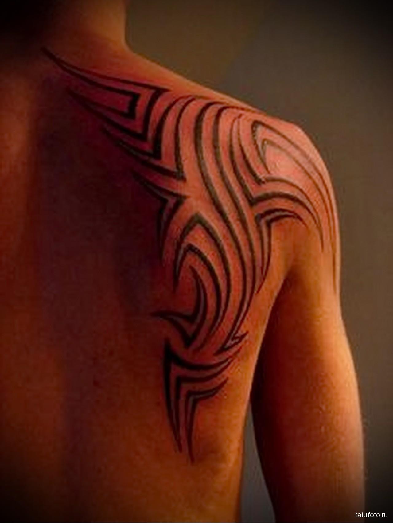 тату линии - мужская татуировка на плече