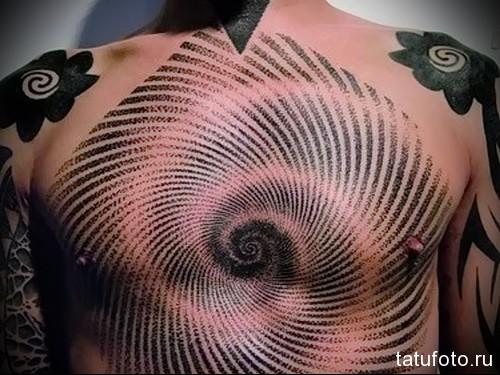 тату магнитные круги - мужская татуировка на грудь