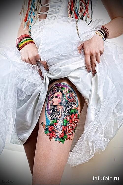 тату портрет девушки и цветы на ногу для девушки