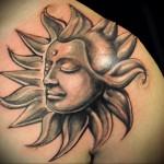 тату портрет солнце - мужская татуировка на плече