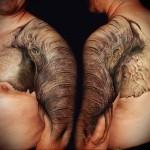 тату слон с хоботом на всю руку - мужская татуировка на плече