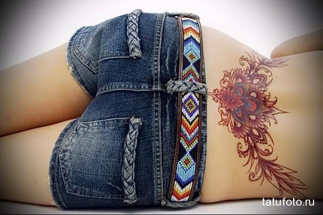 тату цветы и завитки - татуировка на пояснице женская фото