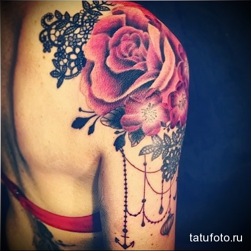 Татуировка на плече у девушки фото