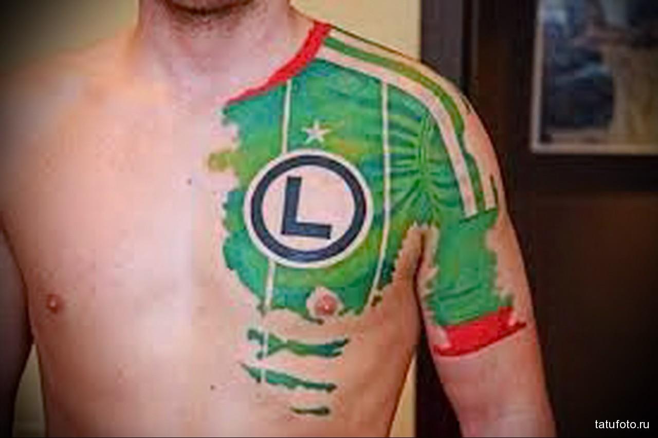тату часть футбольной формы - мужская татуировка на плече
