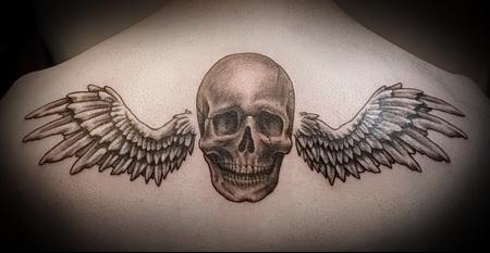 тату череп с крыльями 3