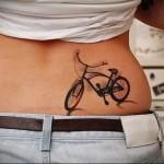 трехмерная тату с велосипедом - татуировка на пояснице женская фото