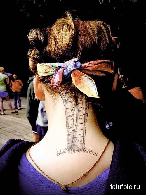 три березы и трава - татуировка на шее женская - фото