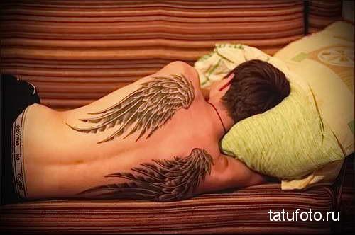 хрупкие крылья - татуировка на спине мужская фото