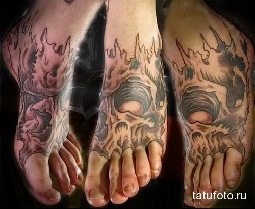 череп в огне татуировка на ноге мужская
