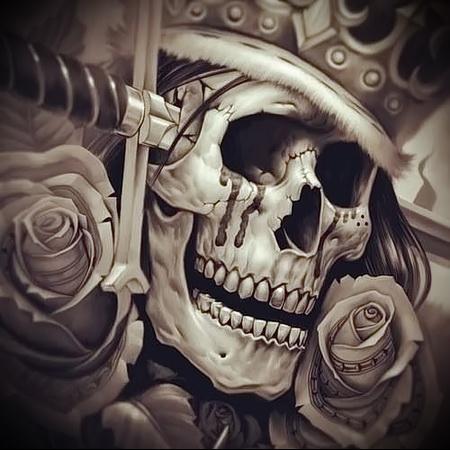 череп с короной тату