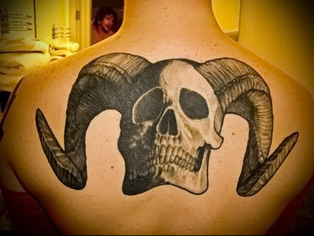 череп с рогами тату 2