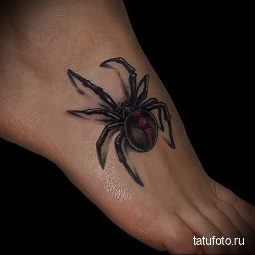 черный - ядовитый паук - татуировка на стопе мужская - фото