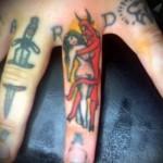 черт обнимает голую девушку - татуировка на пальце женская (тату, tattoo)