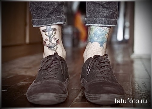 якорь и корабельный трос татуировка на ноге мужская
