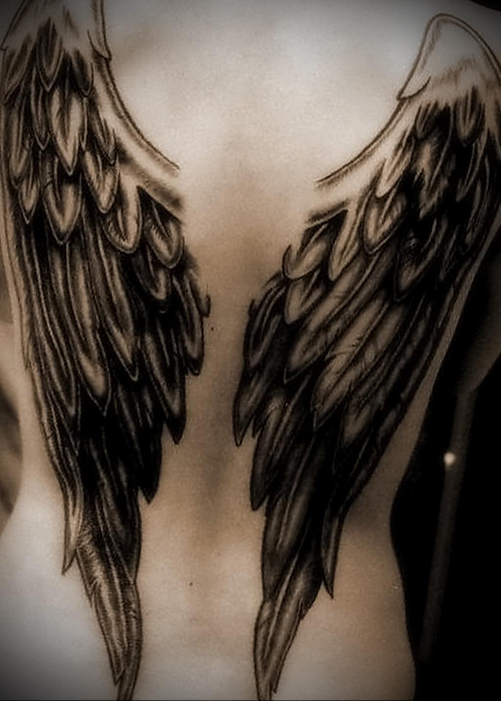 Значение татуировки крылья на спине 2