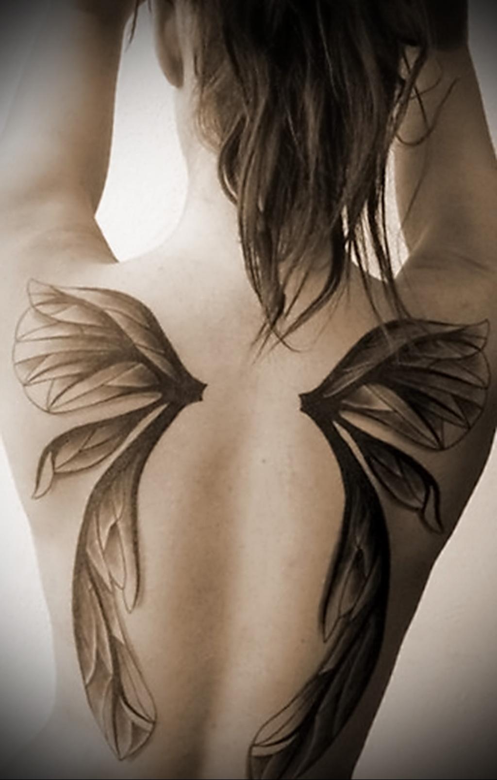 тату крылья на спине значение на зоне
