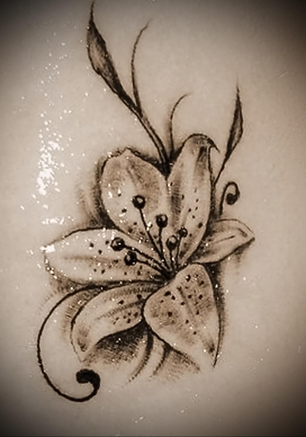 Значение татуировки лилия 4