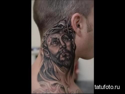 Иисус - татуировка на шее мужчины - фото