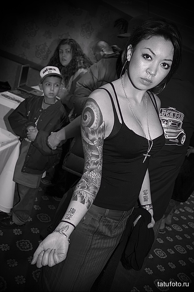 азиатский рукав татуировка на руку женская