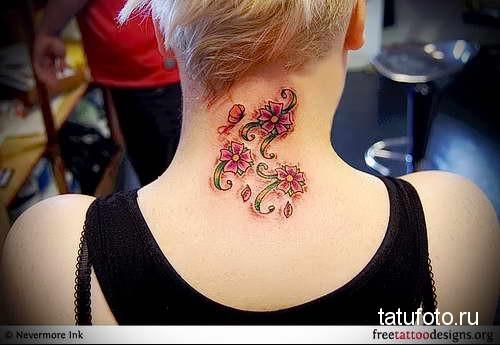 аккуратные цветочки - татуировка на шее женская - фото
