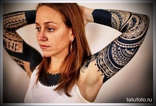 блекворк пятна татуировка на руку женская