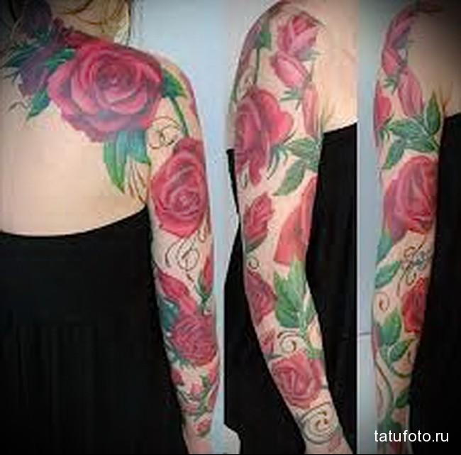 большие красные цветы татуировка на руку женская