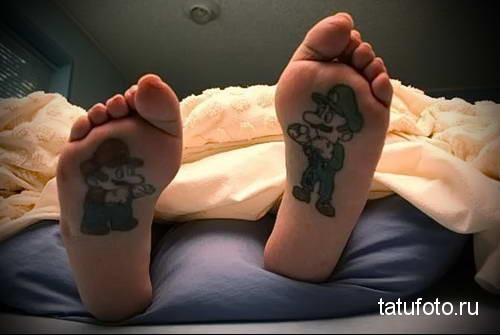 братья марио из компьютерной игры - татуировка на стопе мужская - фото