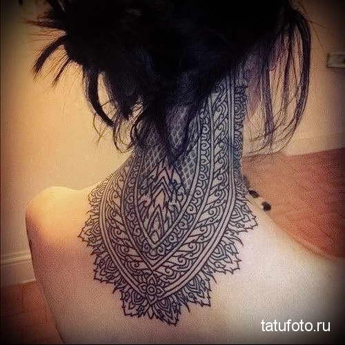 индийские узоры - татуировка на шее женская - фото