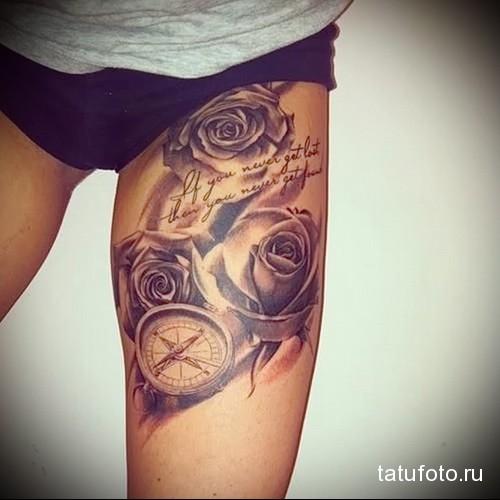 компас и розы в татуировке на ногу для девушки